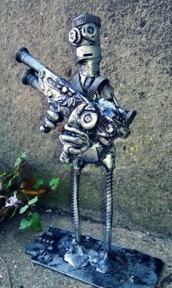 Blaster Bot by Screwed Sculpts