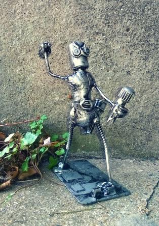 Battle Bot by Screwed Sculpts