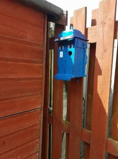 Screwed Sculpts TARDIS bird box!